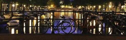 Σκηνή του Canal Street νύχτας του Άμστερνταμ Στοκ Φωτογραφίες