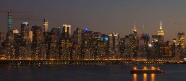 Σκηνή το της περιφέρειας του κέντρου Μανχάταν νύχτας και ποταμός του Hudson Στοκ Φωτογραφίες