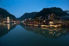 Σκηνή λυκόφατος της αρχαίας πόλης Fenghuang Στοκ εικόνα με δικαίωμα ελεύθερης χρήσης