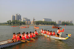 Σκηνή φυλών βαρκών δράκων στην κινεζική παραδοσιακή βάρκα Festiv δράκων Στοκ φωτογραφίες με δικαίωμα ελεύθερης χρήσης