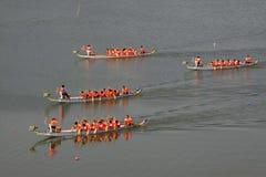 Σκηνή φυλών βαρκών δράκων στην κινεζική παραδοσιακή βάρκα Festiv δράκων Στοκ εικόνες με δικαίωμα ελεύθερης χρήσης