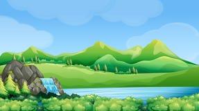 Σκηνή φύσης με τον καταρράκτη και τα βουνά ελεύθερη απεικόνιση δικαιώματος