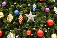 Σκηνή Χριστουγέννων με διακοσμημένα τα δέντρο παιχνίδια Στοκ φωτογραφίες με δικαίωμα ελεύθερης χρήσης