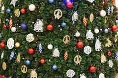 Σκηνή Χριστουγέννων με διακοσμημένες το δέντρο αστέρι και τις σφαίρες Στοκ Εικόνες