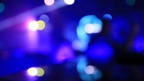 Σκηνή Defocused στη λέσχη νύχτας με τα φω'τα bokeh απόθεμα βίντεο