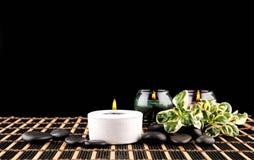 Σκηνή SPA - aromatherapy κερί και λουλούδι Στοκ Εικόνες
