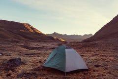 σκηνή SU περιοχών βουνών φαραγγιών elbrus Καύκασου adyl Στοκ Φωτογραφία