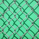 Σκιά ενός φράκτη σε έναν πράσινο τοίχο Στοκ Φωτογραφίες