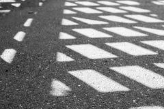 Σκιά ενός φράκτη στο πεζοδρόμιο Στοκ Φωτογραφία