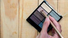 Σκιά και βούρτσα ματιών στο ξύλινο υπόβαθρο Στοκ εικόνες με δικαίωμα ελεύθερης χρήσης