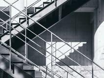 Σκιά και σκιά λεπτομερειών αρχιτεκτονικής βημάτων σκαλοπατιών Στοκ Εικόνες