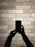 Σκιά και σκιά των χεριών γυναικών Στοκ Φωτογραφίες