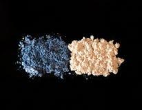 Σκιά ματιών στο μαύρο υπόβαθρο Μπλε και ελεφαντόδοντο-χρωματισμένο sha ματιών Στοκ εικόνες με δικαίωμα ελεύθερης χρήσης