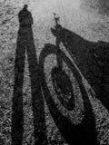 Σκιά μιας μοτοσικλέτας με τον οδηγό στοκ εικόνα με δικαίωμα ελεύθερης χρήσης