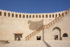 Σκιά σημαιών του Ομάν στο κάστρο Nizwa Στοκ φωτογραφία με δικαίωμα ελεύθερης χρήσης