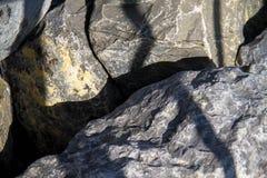 Σκιά στις πέτρες Στοκ εικόνες με δικαίωμα ελεύθερης χρήσης