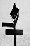 Σκιά της θέσης λαμπτήρων στη γαλλική συνοικία Στοκ φωτογραφίες με δικαίωμα ελεύθερης χρήσης