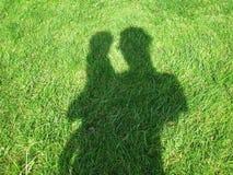 Σκιά της μητέρας και του παιδιού Στοκ Φωτογραφίες