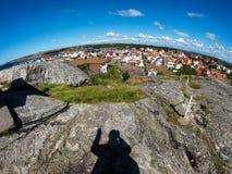 Σκιά του ατόμου που κάνει το σημάδι ειρήνης στο νησί Στοκ Εικόνες