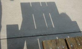 Σκιά του πίνακα πικ-νίκ Στοκ φωτογραφία με δικαίωμα ελεύθερης χρήσης