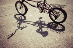 Σκιά του ποδηλάτου Στοκ εικόνες με δικαίωμα ελεύθερης χρήσης