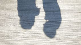 Σκιά φιλήματος ζεύγους Σκιές της νύφης και του νεόνυμφου εραστών στον άσπρο τοίχο Σκιά φιλήματος ζεύγους Στοκ φωτογραφία με δικαίωμα ελεύθερης χρήσης