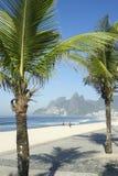Σκιά φοινίκων Ρίο ντε Τζανέιρο παραλιών Ipanema Arpoador Στοκ φωτογραφίες με δικαίωμα ελεύθερης χρήσης
