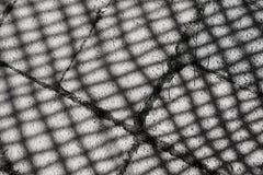 Σκιές σε μια τούβλινη διάβαση πεζών στοκ εικόνα με δικαίωμα ελεύθερης χρήσης