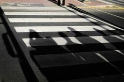 Σκιές στην οδό στοκ εικόνα με δικαίωμα ελεύθερης χρήσης