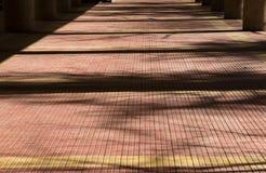 Σκιές στο πάτωμα arcade Στοκ Εικόνες