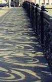 Σκιές στο πεζοδρόμιο Στοκ Εικόνα