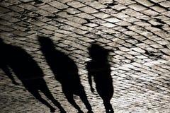 Σκιές των ανθρώπων που περπατούν στην κόκκινη πλατεία στη Μόσχα Στοκ Φωτογραφίες
