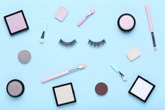 Σκιές Makeup με τη βούρτσα στοκ φωτογραφία με δικαίωμα ελεύθερης χρήσης