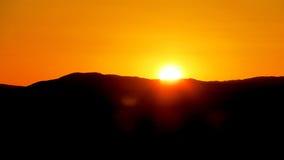 Σκιαγραφία βουνών στο φως ηλιοβασιλέματος Στοκ φωτογραφία με δικαίωμα ελεύθερης χρήσης