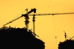 Σκιαγραφία γερανών & κτηρίων οικοδόμησης Στοκ εικόνες με δικαίωμα ελεύθερης χρήσης