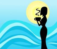 Σκιαγραφία γυναικών Drinkig στο μπλε υπόβαθρο στοκ εικόνες