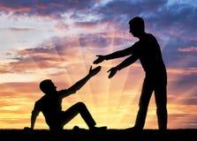 Σκιαγραφία ενός ατόμου που δίνει ένα χέρι βοηθείας σε ένα άλλο άτομο που έπεσε στο έδαφος στοκ εικόνες