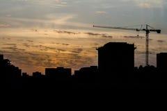 Σκιαγραφία ενός γερανού πύργων Στοκ εικόνες με δικαίωμα ελεύθερης χρήσης