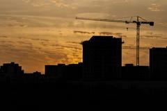 Σκιαγραφία ενός γερανού πύργων Στοκ φωτογραφία με δικαίωμα ελεύθερης χρήσης