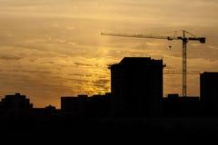 Σκιαγραφία ενός γερανού πύργων Στοκ εικόνα με δικαίωμα ελεύθερης χρήσης