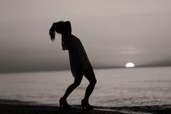 Σκιαγραφία ενός γυναικείου χορού Στοκ εικόνες με δικαίωμα ελεύθερης χρήσης