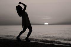 Σκιαγραφία ενός γυναικείου χορού Στοκ φωτογραφίες με δικαίωμα ελεύθερης χρήσης