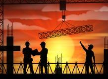 Σκιαγραφία εργατών οικοδομών στο ηλιοβασίλεμα Στοκ φωτογραφία με δικαίωμα ελεύθερης χρήσης