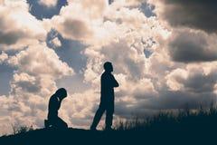 Σκιαγραφία ζεύγους που χωρίζει μια σχέση στοκ φωτογραφίες με δικαίωμα ελεύθερης χρήσης