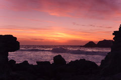 Σκιαγραφία ηλιοβασιλέματος Ειρηνικών Ωκεανών Στοκ Φωτογραφίες