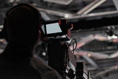 Σκιαγραφία καμεραμάν παραγωγής συνεντεύξεων τύπου Στοκ φωτογραφία με δικαίωμα ελεύθερης χρήσης