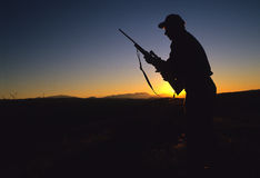 σκιαγραφία κυνηγών μεγάλ&om Στοκ εικόνες με δικαίωμα ελεύθερης χρήσης