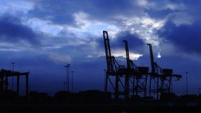 σκιαγραφία λιμένων γερανώ&n Στοκ εικόνα με δικαίωμα ελεύθερης χρήσης