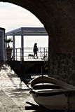 Σκιαγραφία με seascape Πέντε εδάφη στοκ φωτογραφίες