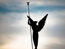 Σκιαγραφία μιας φτερωτής γυναίκας Στοκ Εικόνες